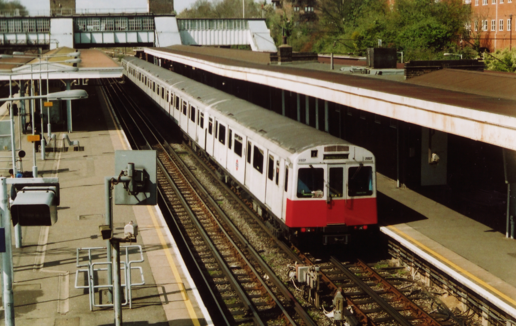 7027 D78 UPMINSTER 4-05