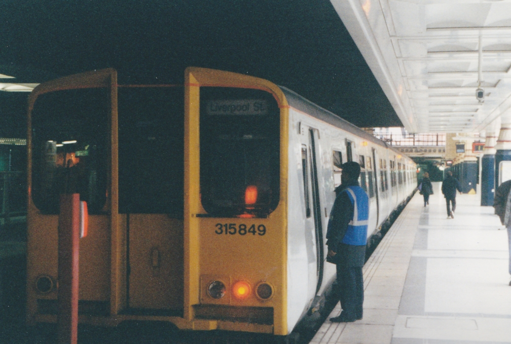 315849 WAGN WHITE (LIVERPOOL ST) 12-00