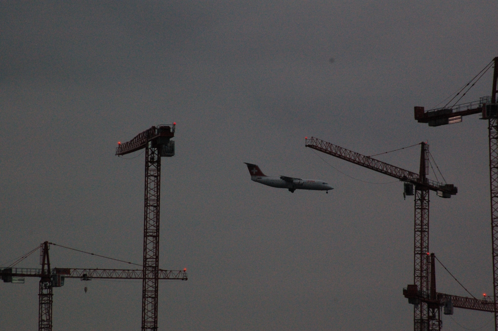 SWISS RJ70 (LONDON CITY & CRANES) 5-4-15.jpg