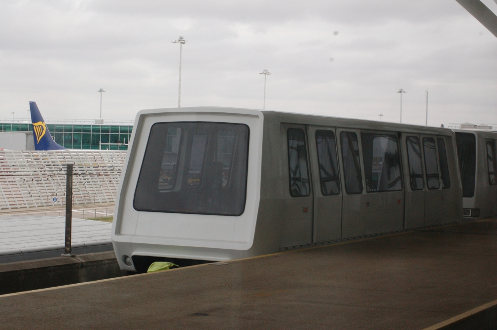 STANSTED AIRPORT TRANSIT CAR WHITE  11-8-16
