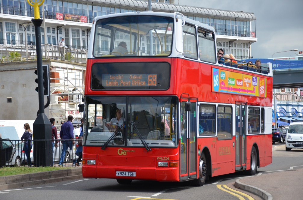 Y824TGH PVL224 LG 68 SD SEAFRONT 25-7-17 (D ARNOLD)