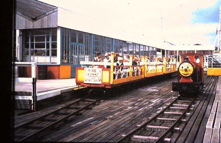 WALTON PIER RAILWAY (LANDWARD STATION) (TRAIN-PHOTOS.COM-FLICKR)