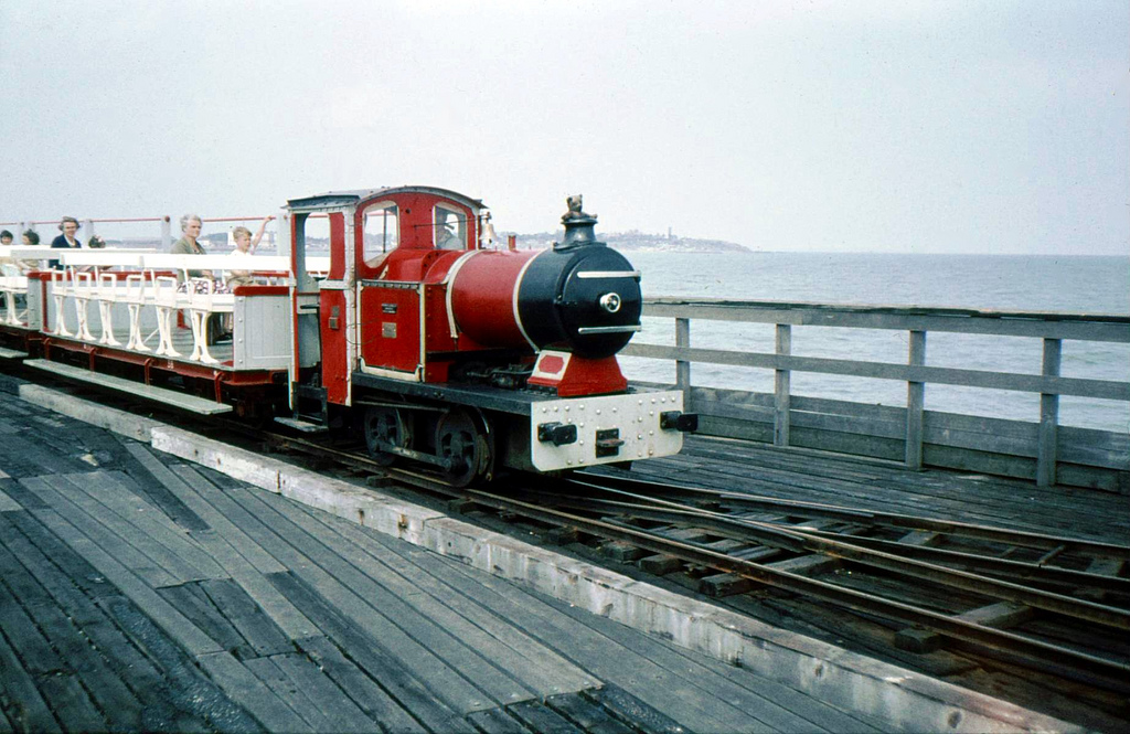 WALTON PIER RAILWAY STEAM OUTLINE LOCO (PIER HEAD) (Flickr.com)