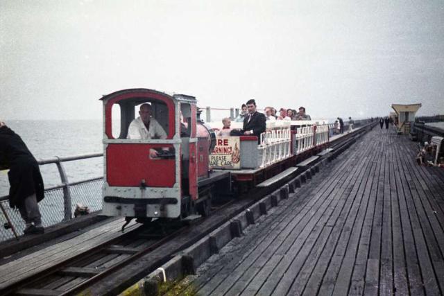 Walton Pier-railway-train-lr (PETE FROST FILES WORDPRESS.COM)