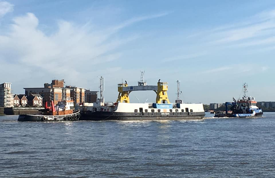 JOHN BURNS EX WOOLWICH FREE FERRY (STERN) ON TOW DOWN THAMES 7-10-18 (LUCAS B)
