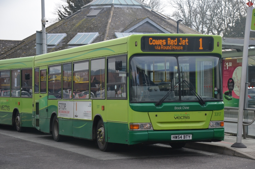 HW54BTY 3317 SOUTHERN VECTIS (COWES) 3-13 (D ARNOLD)