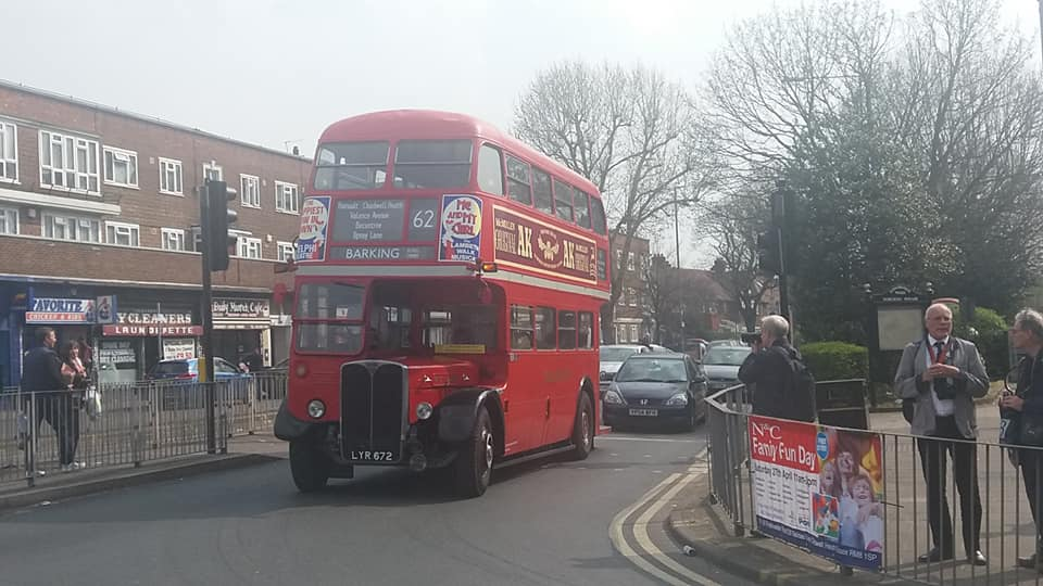 LYR672 RT2688 (BARKING RUNNING DAY) 30-3-19 (S AUSTIN)