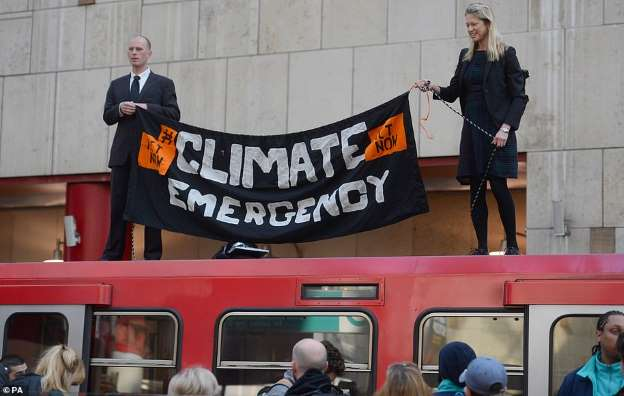 DLR TRAIN CLIMATE PROTEST (CANARY WHARF) 17-4-19 (PA)