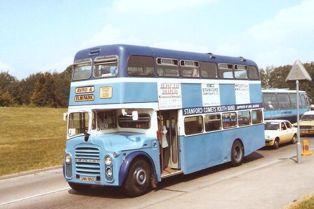 GNN186D Avro & Elm Park (LANGLEY VALE RD, EPSOM) 2-6-82 (DW RHODES)