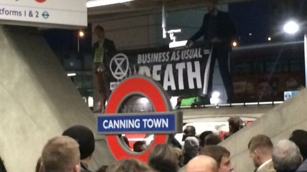 LUL JUBILEE LINE (CANNING TOWN EXTINCTION REBELLION PROTECT) 18-10-19 (GRETCHEN RED)